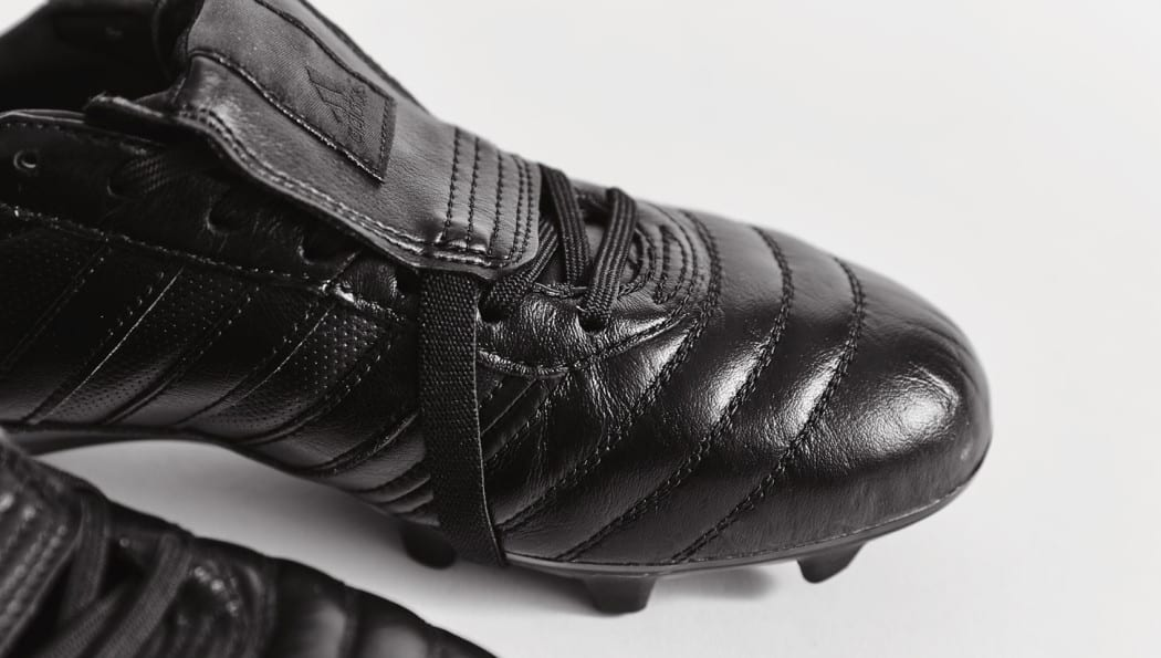 http://www.footpack.fr/wp-content/uploads/2016/10/chaussures-football-adidas-gloro-15-1-blackout-img7-1050x595.jpg