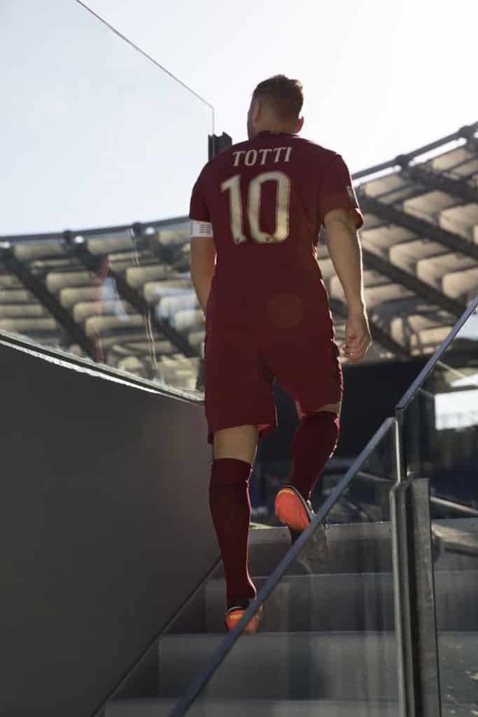 totti-maillot-derby-nike-special-2016-as-roma-s-sw__120_64319