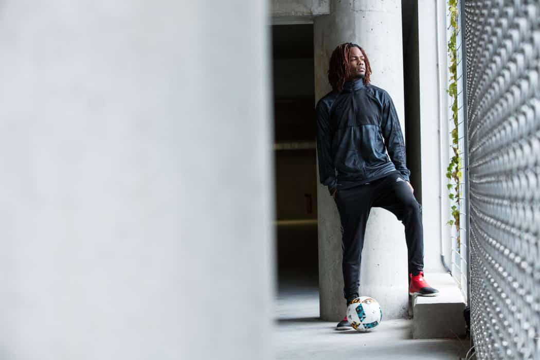 http://www.footpack.fr/wp-content/uploads/2016/11/ballon-football-adidas-ligue-1ballonL1-novembre-2016-2-1050x700.jpg