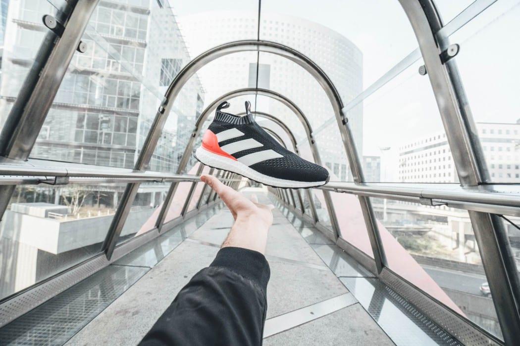 http://www.footpack.fr/wp-content/uploads/2016/11/chaussure-foot-streetwear-adidas-ace16-ultraboost-red-limit-4-1050x700.jpg