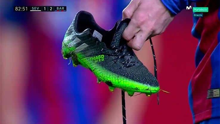 http://www.footpack.fr/wp-content/uploads/2016/11/chaussure-football-lionel-messi-craque-fc-seville-barcelone.jpg