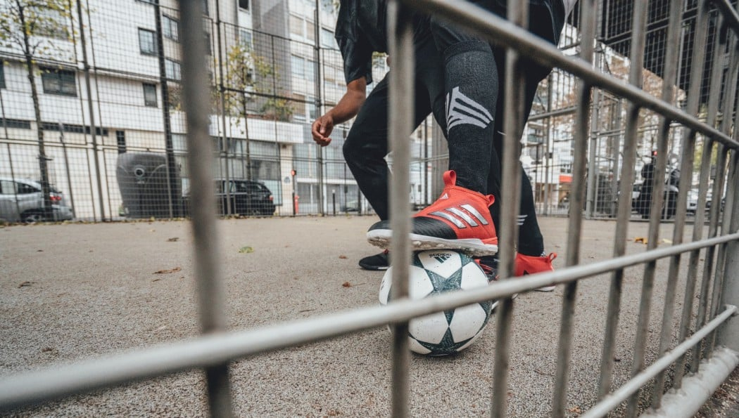 http://www.footpack.fr/wp-content/uploads/2016/11/chaussures-football-adidas-ACE17-cage-novembre-2016-2-1050x595.jpg