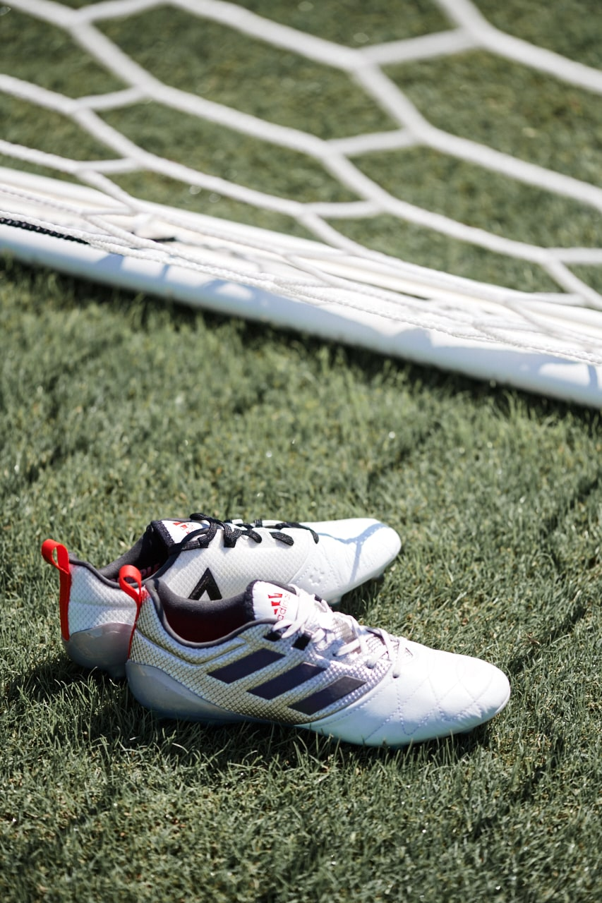 chaussures-football-adidas-mettalic-shimmer-ace-16-img1