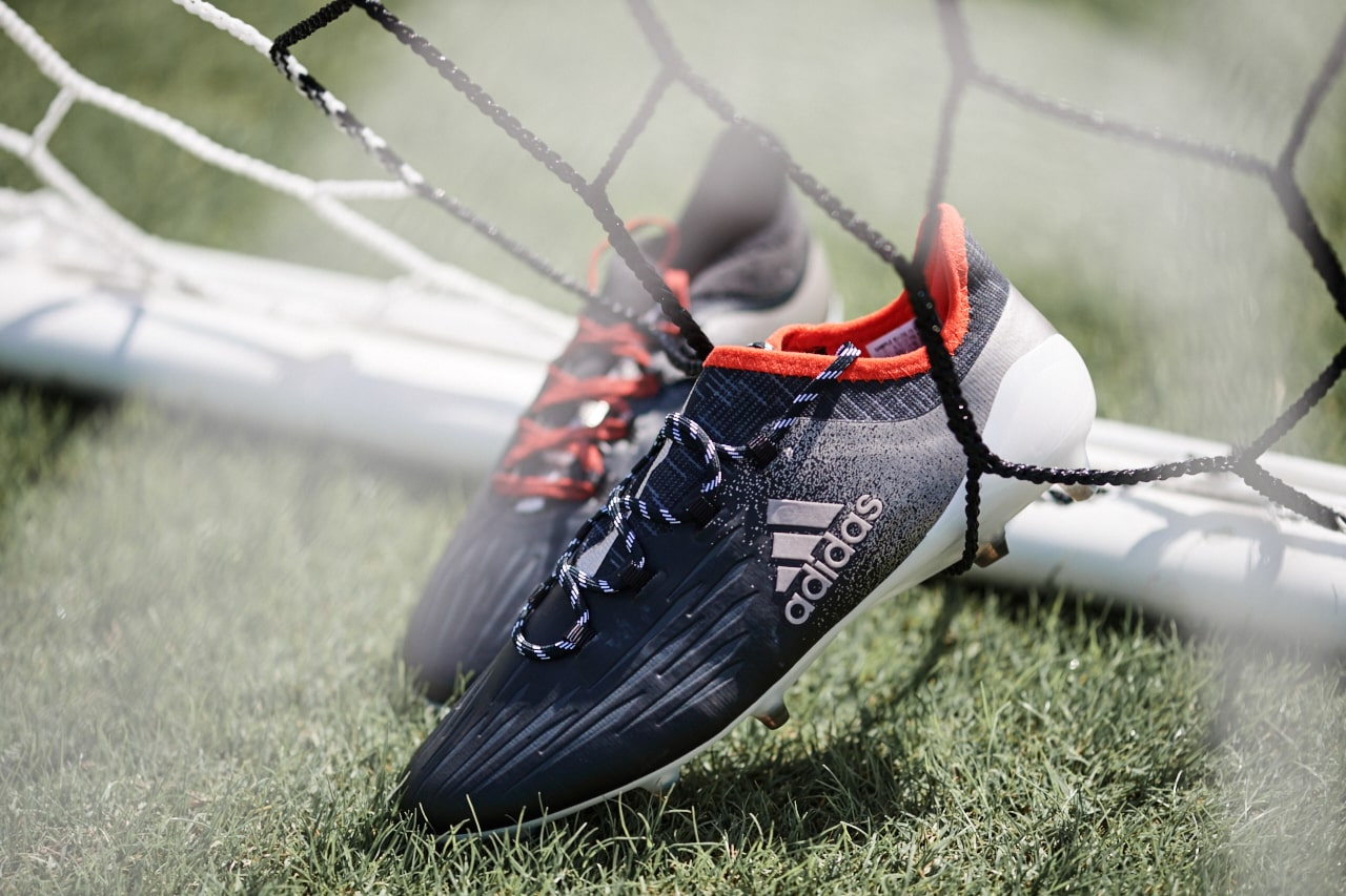 chaussures-football-adidas-mettalic-shimmer-x-16-img1