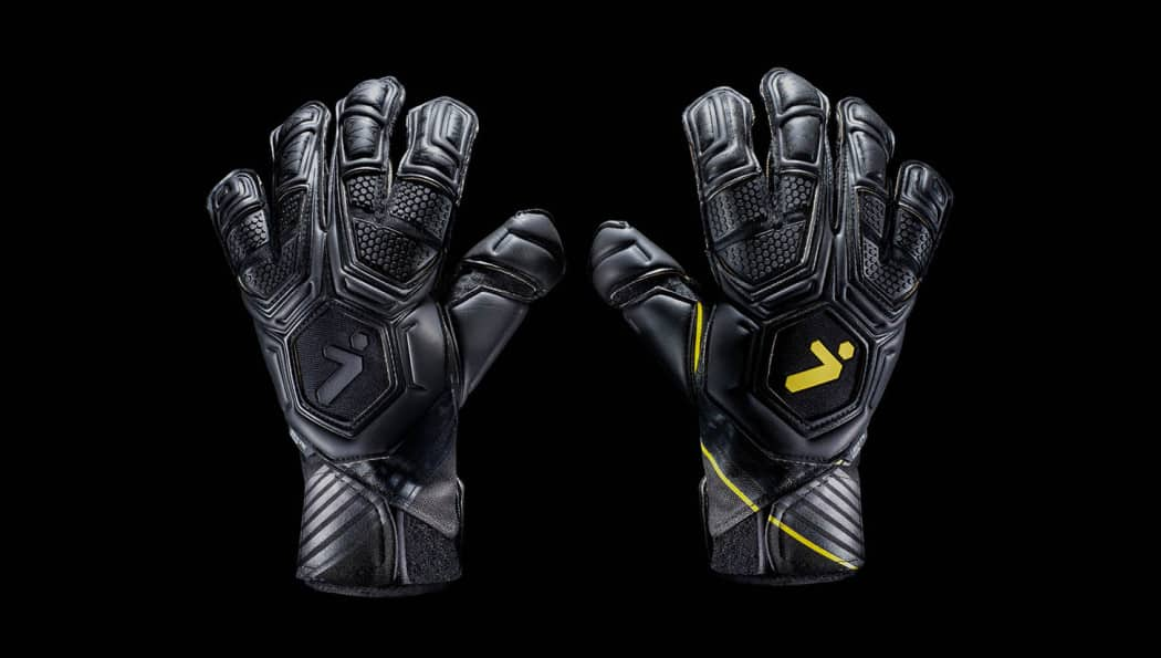 http://www.footpack.fr/wp-content/uploads/2016/11/gants-football-storelli-exoshield-gladiator-legend-img2-1050x595.jpeg