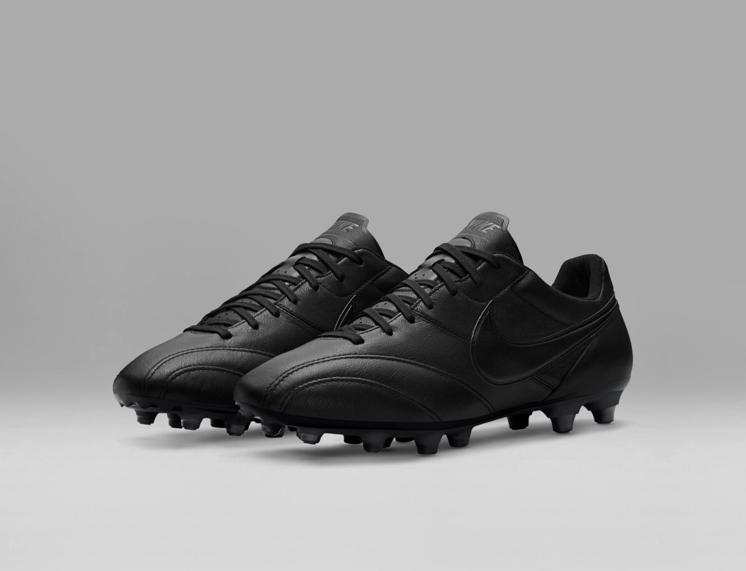 http://www.footpack.fr/wp-content/uploads/2016/12/chaussure-football-nike-tiempo-premier-blackout-1050x804.jpg