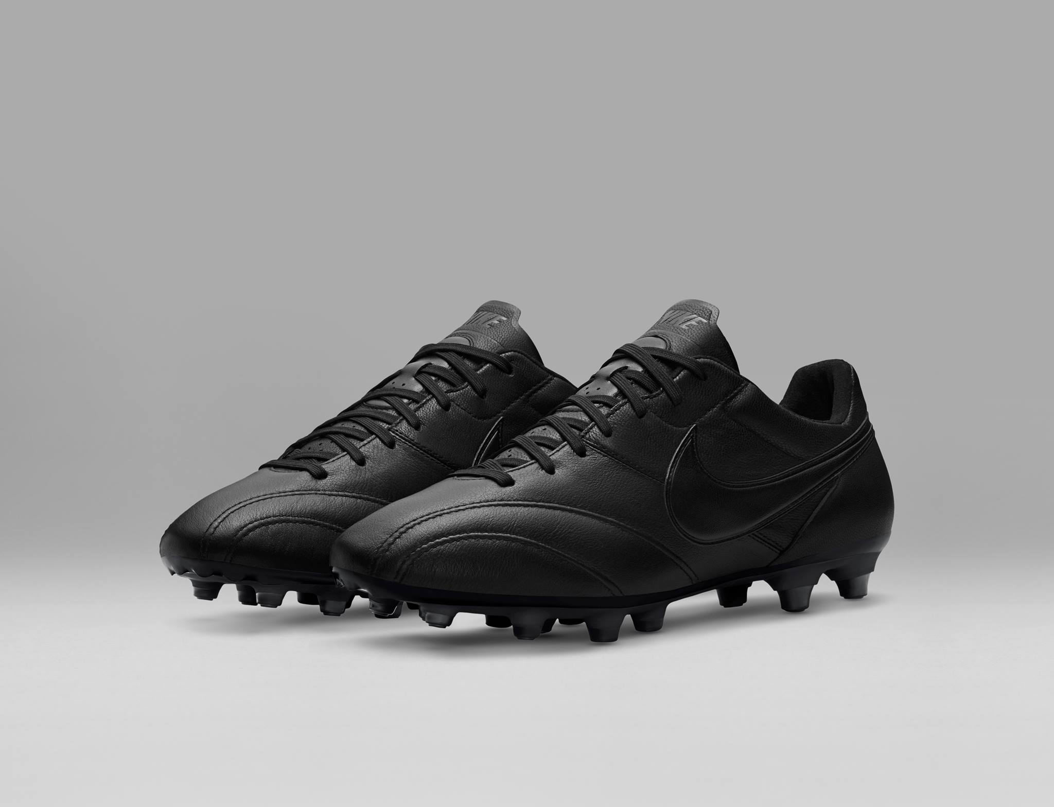 chaussure-football-nike-tiempo-premier-blackout