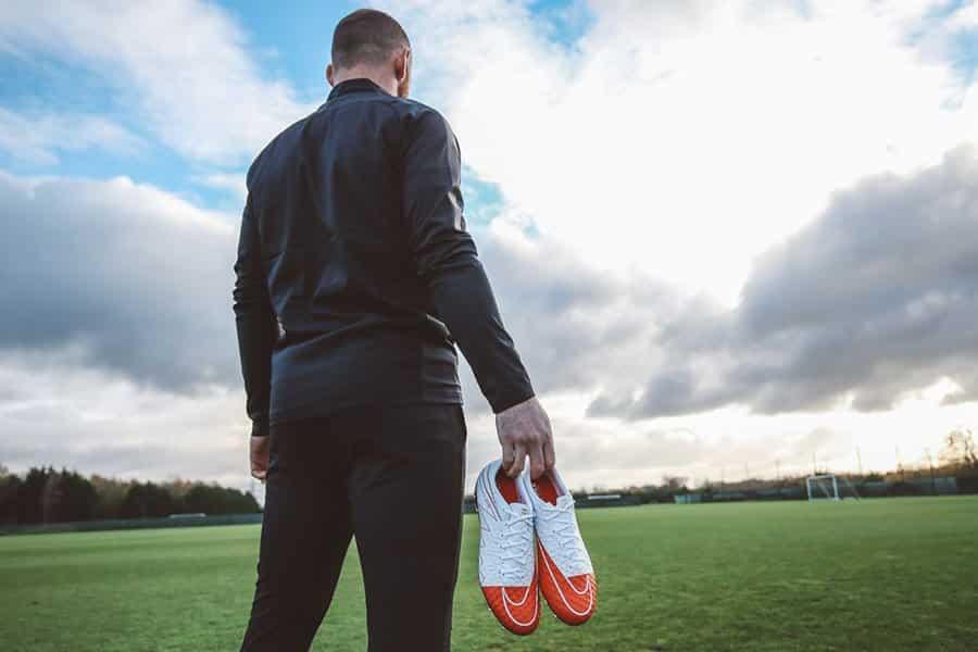 http://www.footpack.fr/wp-content/uploads/2017/01/Nike-Hypervenom-WR250-Wayne-Rooney-Record-8.jpg