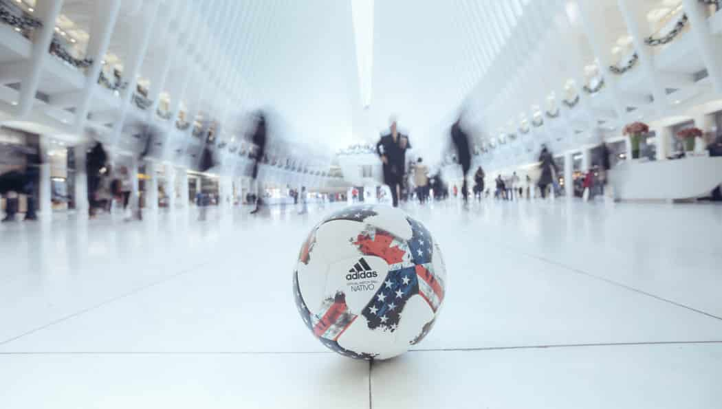 http://www.footpack.fr/wp-content/uploads/2017/01/ballon-football-adidas-mls-match-ball-nativo-2017-img4-1050x595.jpg