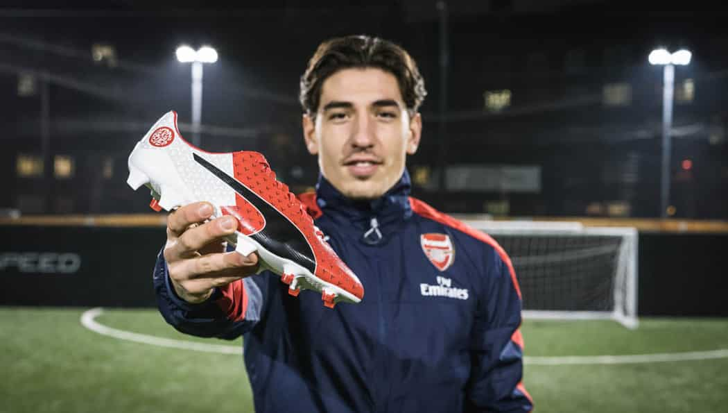 http://www.footpack.fr/wp-content/uploads/2017/01/chaussure-football-derby-fever-hector-bellerin-chelsea-arsenal-5-1050x595.jpg