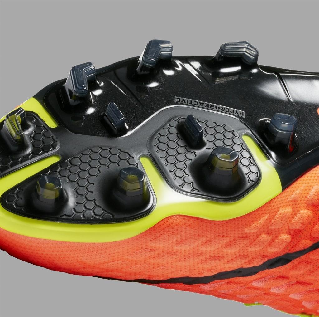 chaussures-football-Nike-Hypervenom-Phantom-III-DF-img8 (1024x1016)
