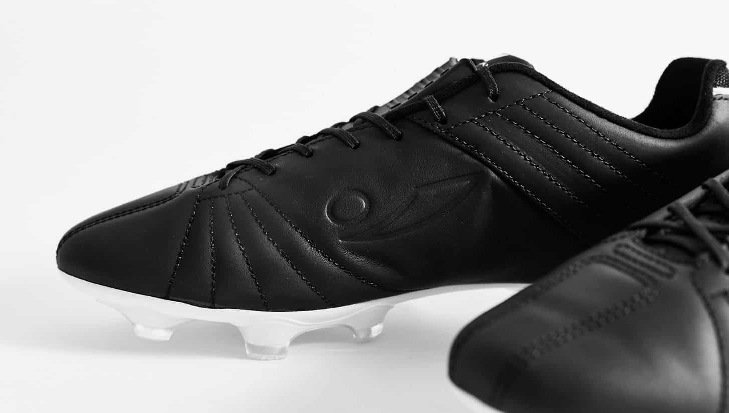 chaussures-football-concave-17-aura-img1