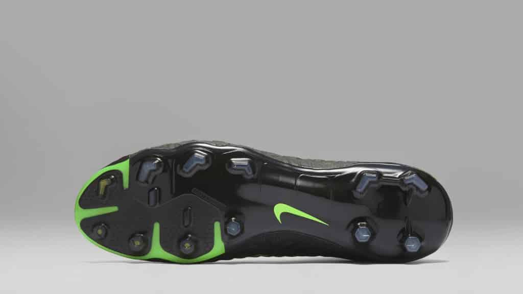 chaussure-football-nike-hypervenomIII-tech-craft