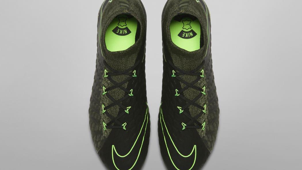 http://www.footpack.fr/wp-content/uploads/2017/02/chaussure-football-nike-hypervenomIII-tech-craft-5-1050x591.jpg