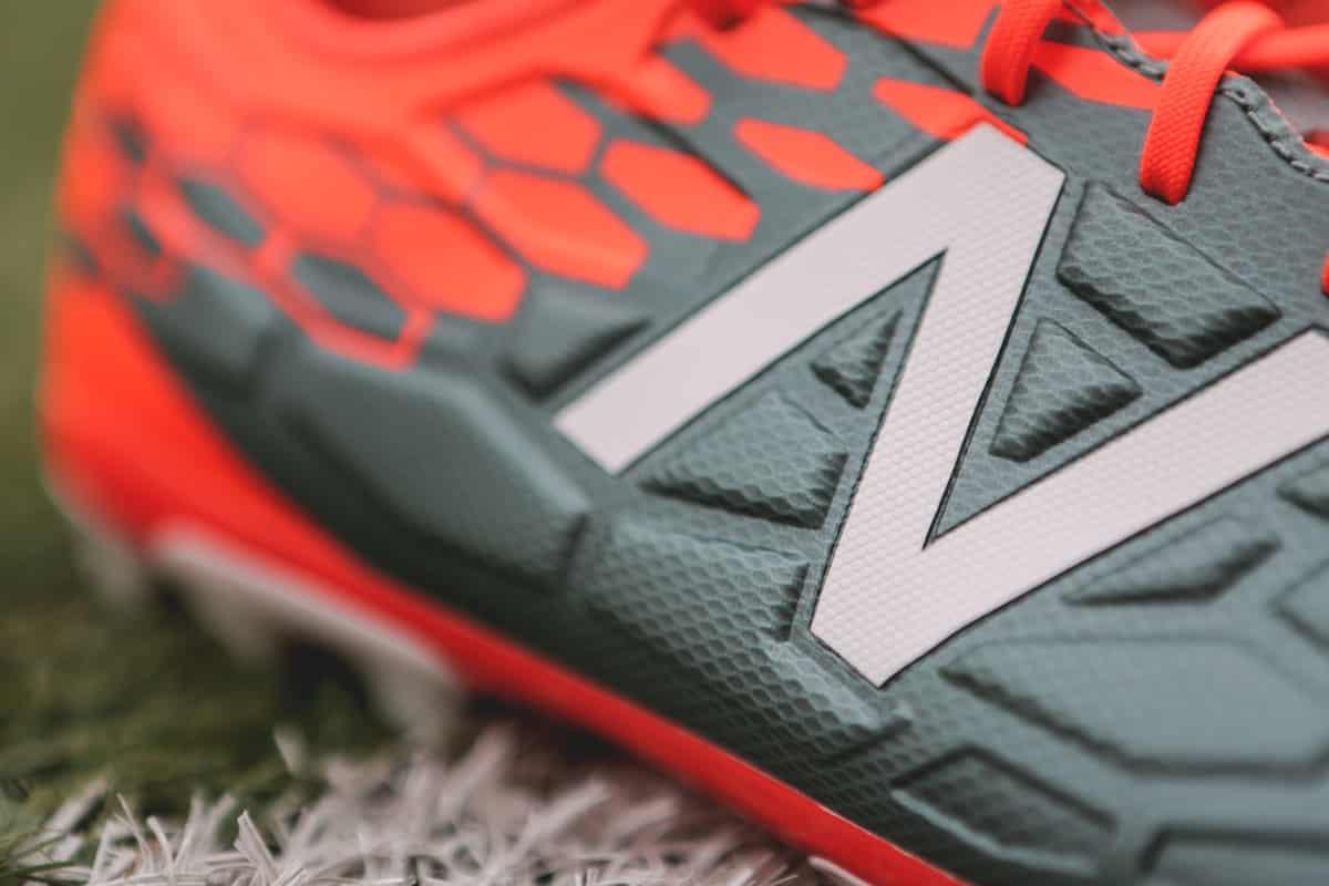 chaussures-football-New-Balance-Visaro-2-Typhon-img4