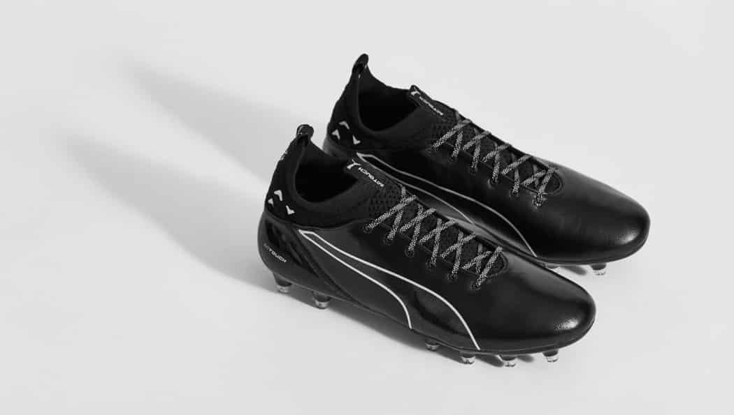 http://www.footpack.fr/wp-content/uploads/2017/02/chaussures-football-Puma-evotouch-noir-argent-img2-1050x595.jpg