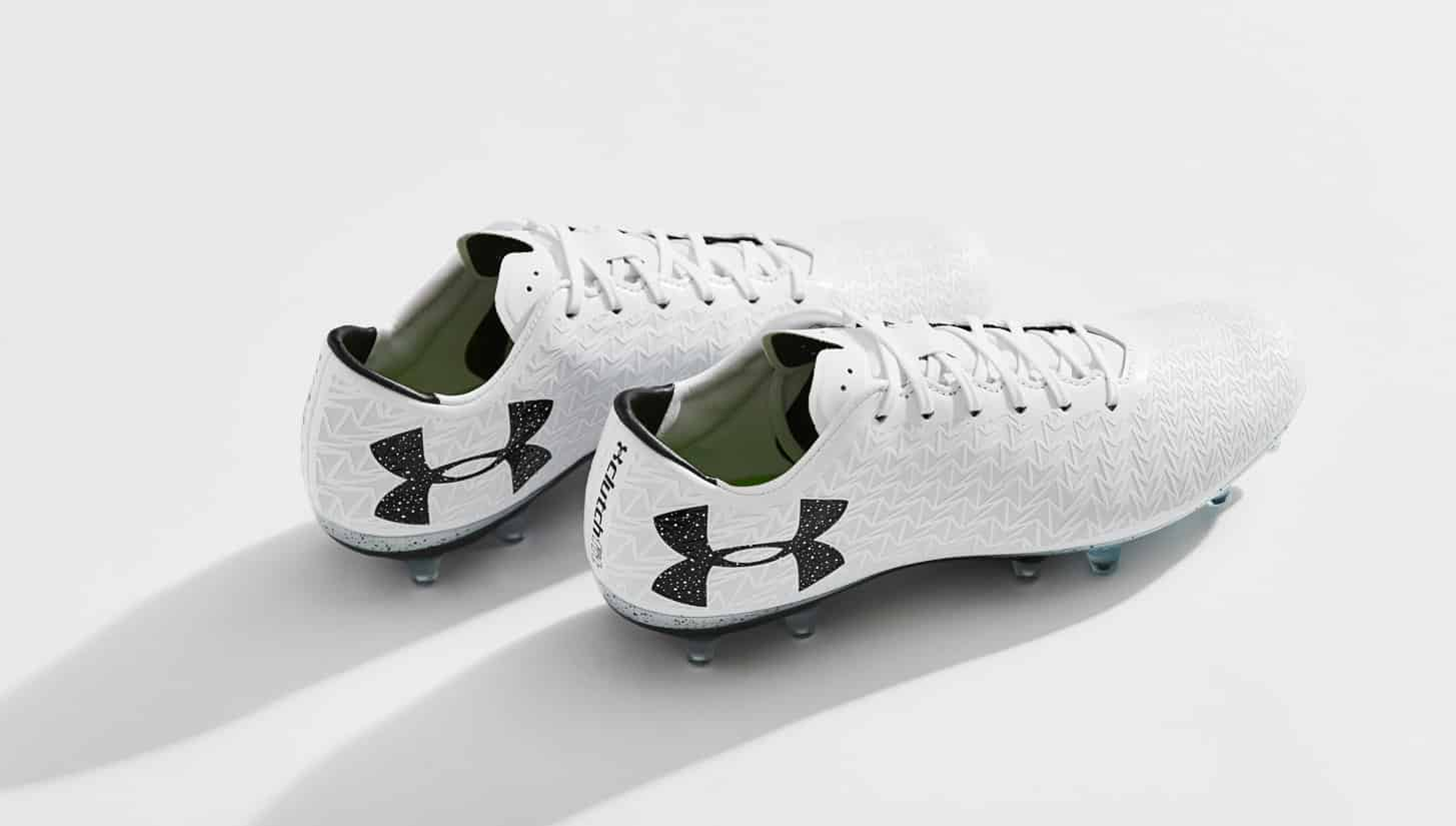 chaussures-football-Under-Armour-clutchfit-3-0-blanc-noir-img2