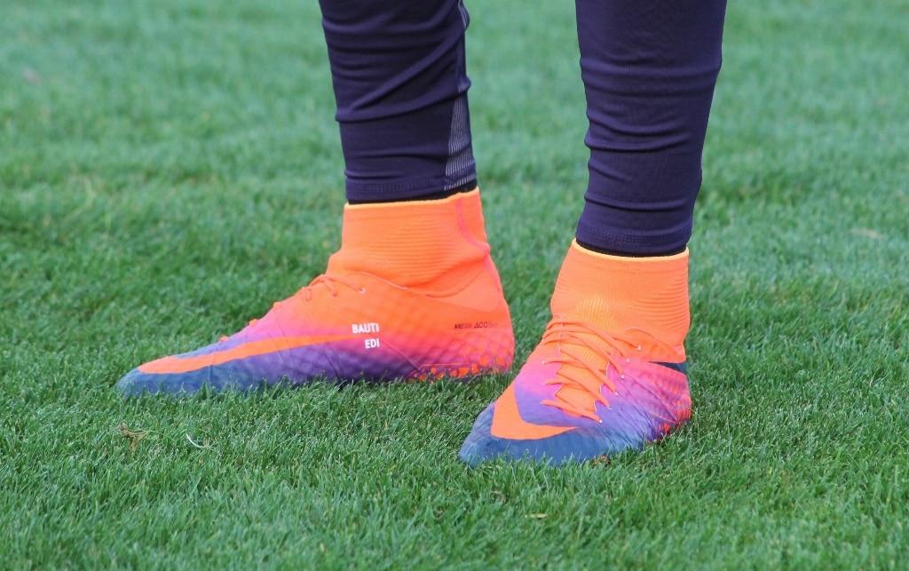 chaussures-football-nike-Hypervenom-Phantom-II-Radiant-Cavani (1024x643)
