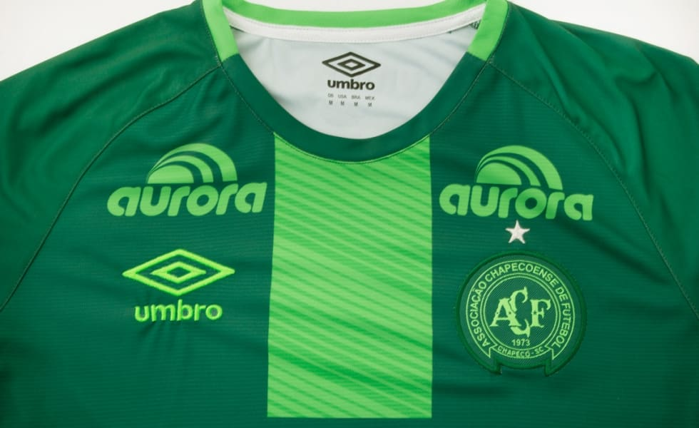http://www.footpack.fr/wp-content/uploads/2017/03/Maglia-Chapecoense-Umbro-Italia-4-980x600_c-gallery.jpg