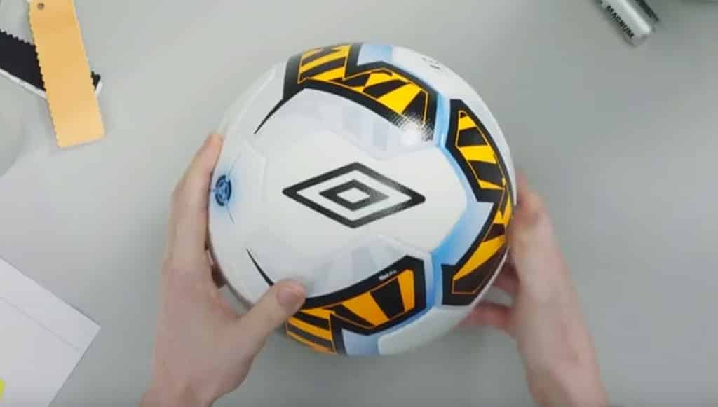 ballon-football-umbro-neo
