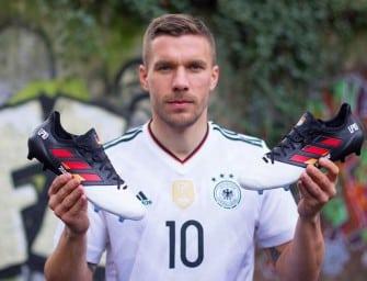 Des chaussures spéciales pour la dernière de Podolski !