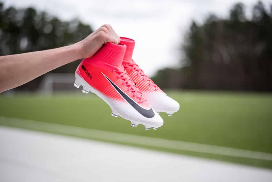 http://www.footpack.fr/wp-content/uploads/2017/03/chaussure-football-nike-football-mercurial-motion-blur-pack-7-1050x701.jpg
