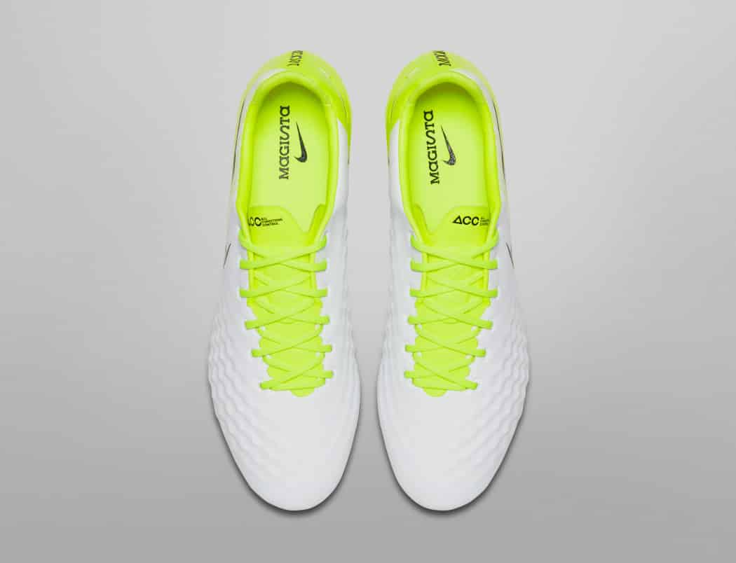 http://www.footpack.fr/wp-content/uploads/2017/03/chaussure-football-nike-magista-opus-2-nouvelle-empeigne-5-1050x804.jpg