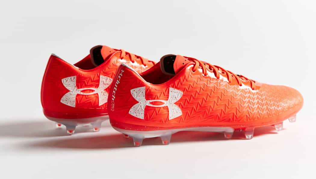 http://www.footpack.fr/wp-content/uploads/2017/03/chaussures-football-under-armour-clutchfit-3-red-neon-coral-img1-1050x595.jpg