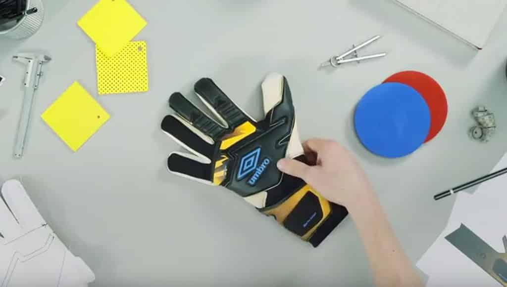 gants-football-umbro-neo