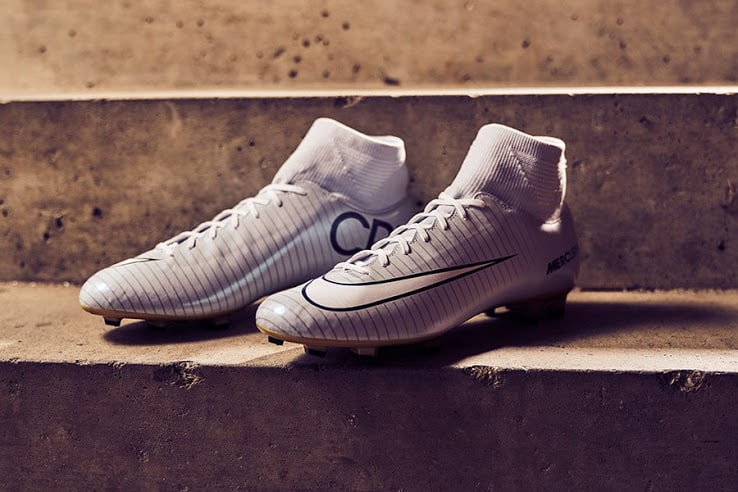 chaussure-football-nike-mercurial-victory-cr7-vitorias-2016