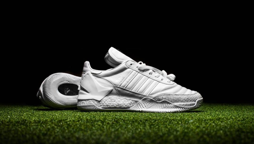 http://www.footpack.fr/wp-content/uploads/2017/04/chaussures-lifestyle-shoe-surgeon-adidas-copa-mundial-boost-whiteout-img1-1050x595.jpg