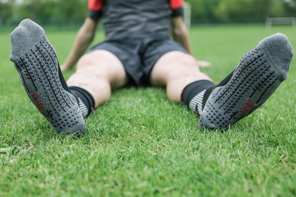 chaussette-football-performance-falke-4-GRIP-2-min