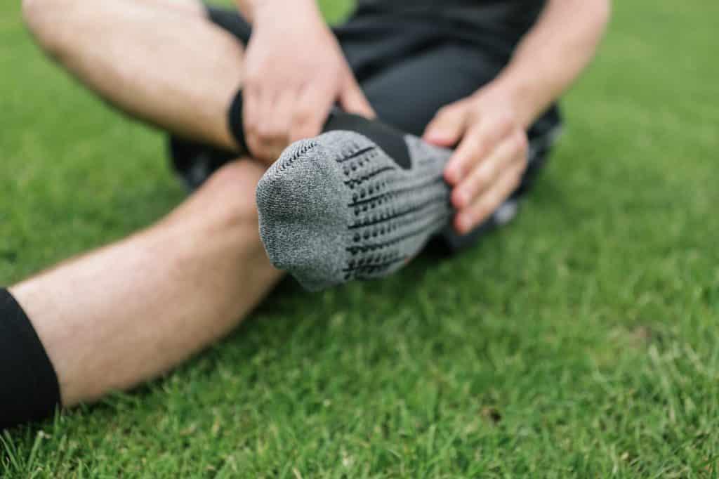 chaussette-football-performance-falke-4-GRIP-3-min