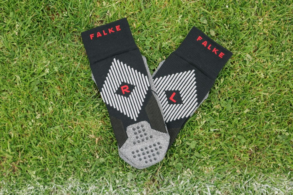 chaussette-football-performance-falke-4-GRIP-7-min