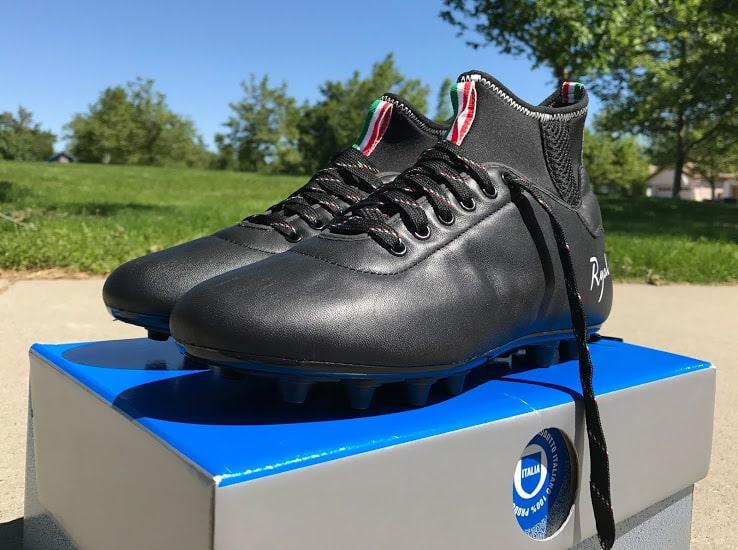 http://www.footpack.fr/wp-content/uploads/2017/05/chaussure-football-Ryal-Dribbling-img1.jpg