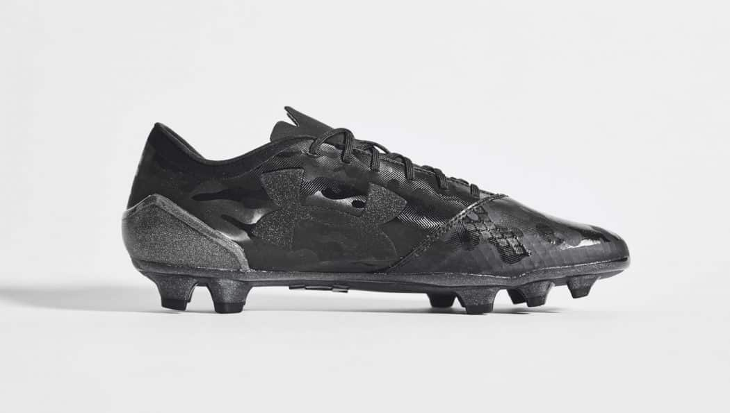 http://www.footpack.fr/wp-content/uploads/2017/05/chaussure-football-under-armour-spotlight-stealth-black-img2-1050x595.jpg