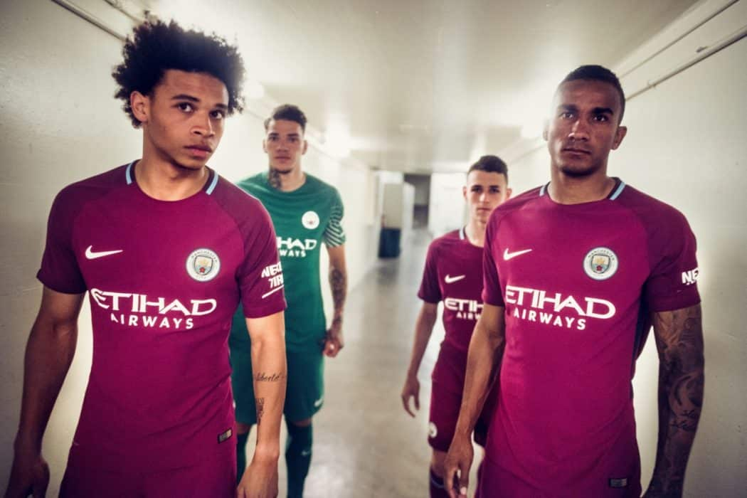 http://www.footpack.fr/wp-content/uploads/2017/05/maillot-football-Nike-Manchester-City-away-2017-2018-img5-1280x853-1050x700.jpg