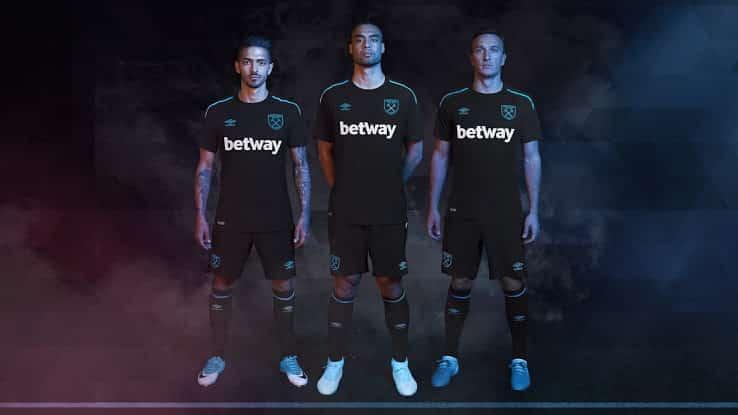 http://www.footpack.fr/wp-content/uploads/2017/05/maillot-football-umbro-west-ham-away-2017-2018-img1.jpg
