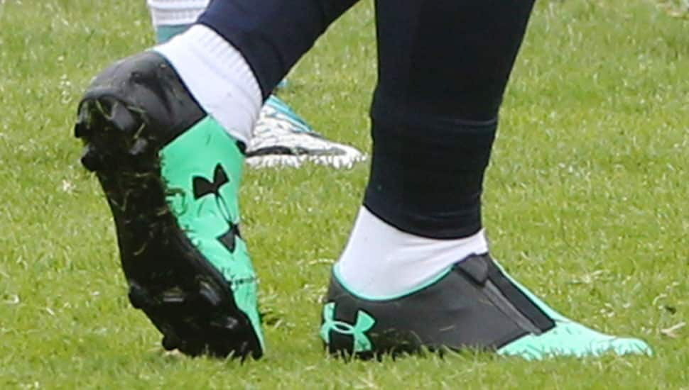 http://www.footpack.fr/wp-content/uploads/2017/06/chaussures-football-memphis-depay-under-armour-sans-lacets-img3.jpg
