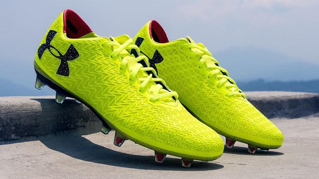 http://www.footpack.fr/wp-content/uploads/2017/06/chaussures-football-under-armour-clutchfit-3-0-high-vis-jaune-img1.jpg