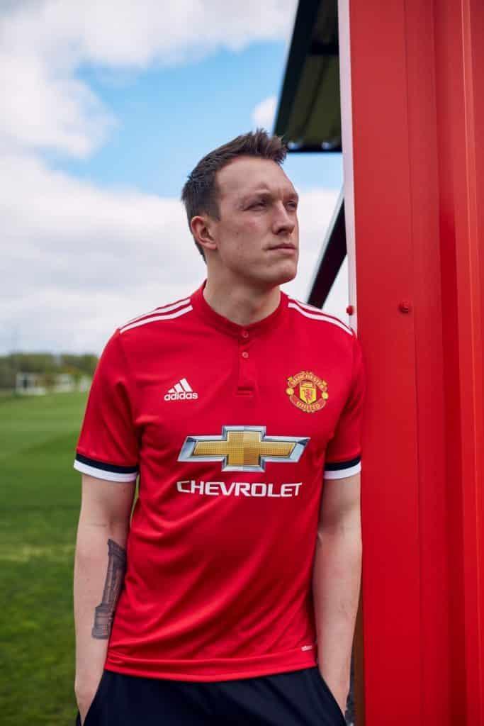 maillot-domicile-manchester-united-jones