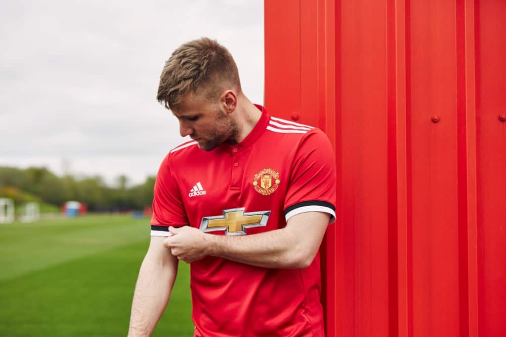 maillot-domicile-manchester-united-shaw