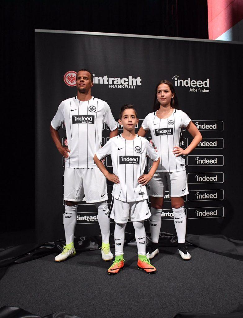 nike-maillot-domicile-eintracht-francfort-2017-2018