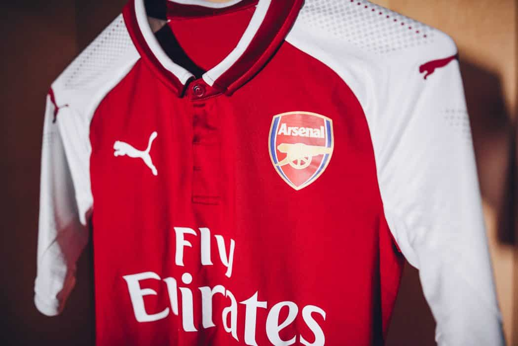 http://www.footpack.fr/wp-content/uploads/2017/06/nouveau-maillot-football-arsenal-domicile-2017-2018-5-1050x701.jpg