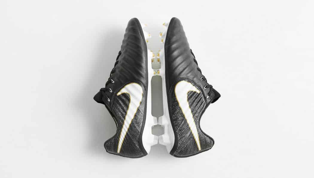 http://www.footpack.fr/wp-content/uploads/2017/07/chaussures-football-Nike-Tiempo-Legend-VII-Pitch-Dark-img5-1050x595.jpg