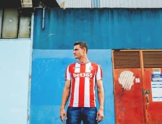 Shooting – Les maillots de Stoke City par Macron !
