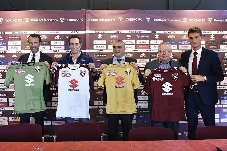 http://www.footpack.fr/wp-content/uploads/2017/07/maillot-torino-2017-2018.jpg
