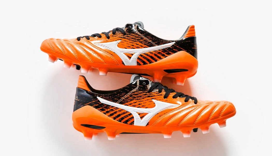http://www.footpack.fr/wp-content/uploads/2017/08/chaussure-football-Mizuno-Morelia-Neo-orange-noir-img7-1050x602.jpg