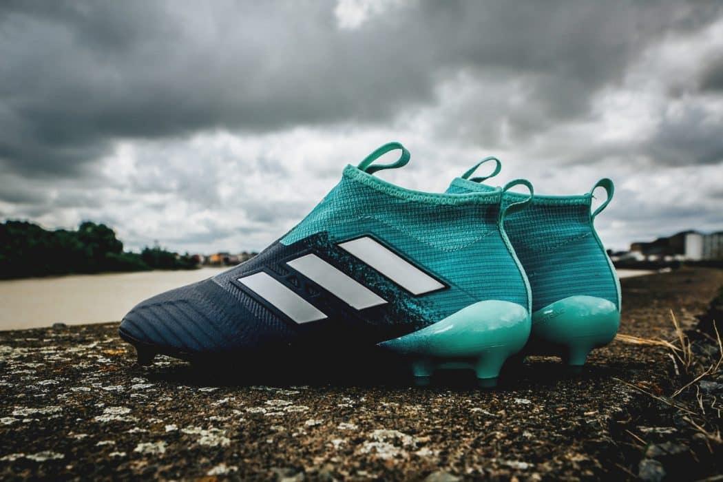 http://www.footpack.fr/wp-content/uploads/2017/08/chaussure-football-adidas-ACE-17-Ocean-Storm-img2-1050x700.jpg