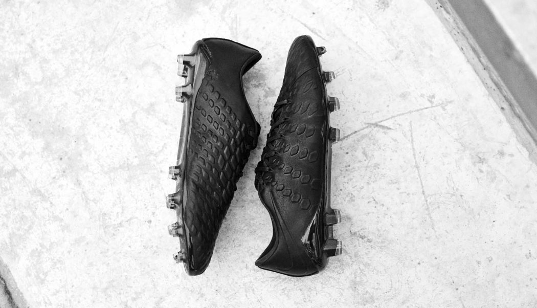 http://www.footpack.fr/wp-content/uploads/2017/08/chaussures-football-Nike-Tech-Craft-2017-hypervenom-phantom-3-img2-1050x602.jpg